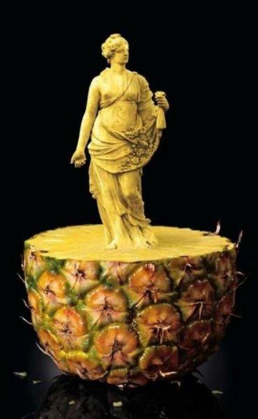 10 невероятных скульптур из еды (10 фото)