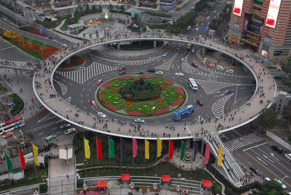 Необычный мост для пешеходов (7 фото)