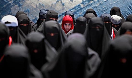 В Саудовской Аравии 14 февраля нельзя носить и продавать ничего красного