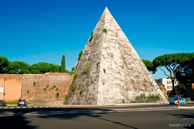 Пирамида Цестия в Италии (26 фото)