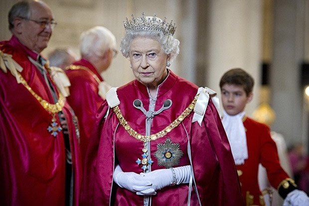 Богатейшие монархи современности (15 фото)