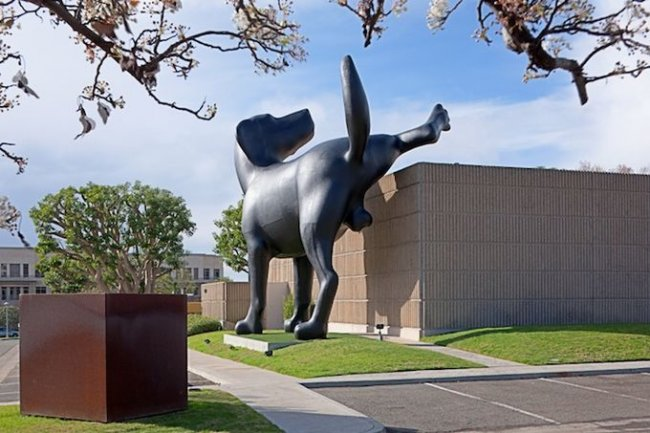 Гигантская скульптура лабрадора установлена в США (5 фото)
