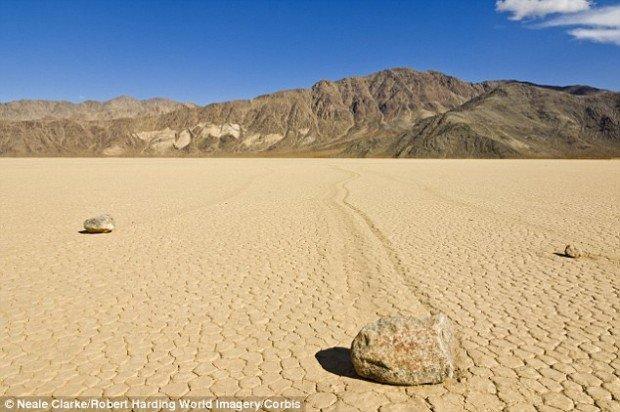 Тайну движущихся камней Долины Смерти разгадали (6 фото)