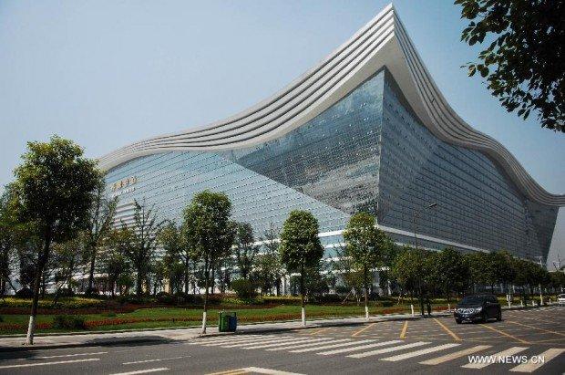 В Китае построили самое большое здание на планете (10 фото)