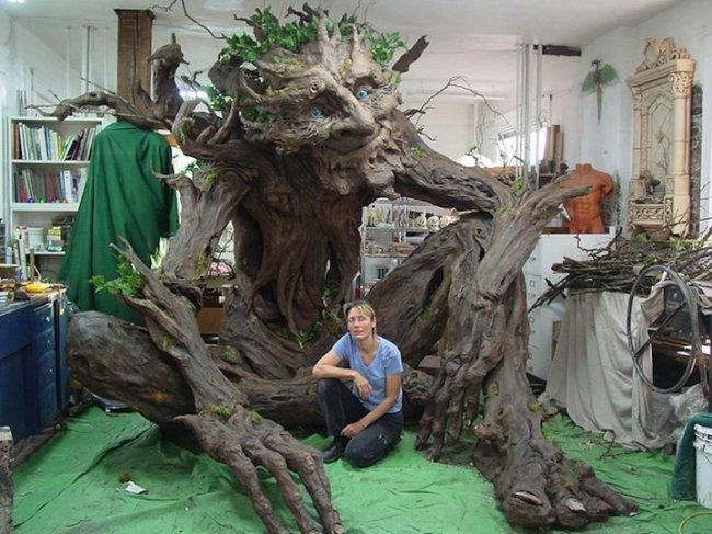 Художница создала поразительного тролля-дерево в честь своего отца