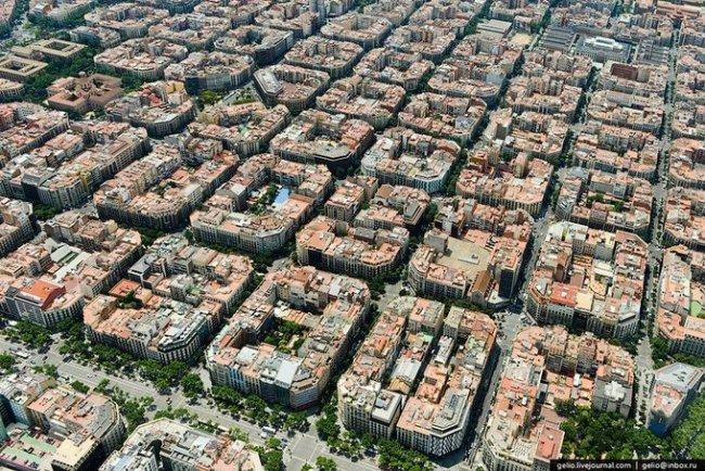 Необычная архитектура испанского района Эшампле (11 фото)