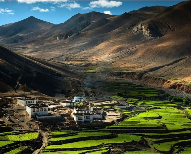 12 необычно обустроенных деревень мира(12 фото)