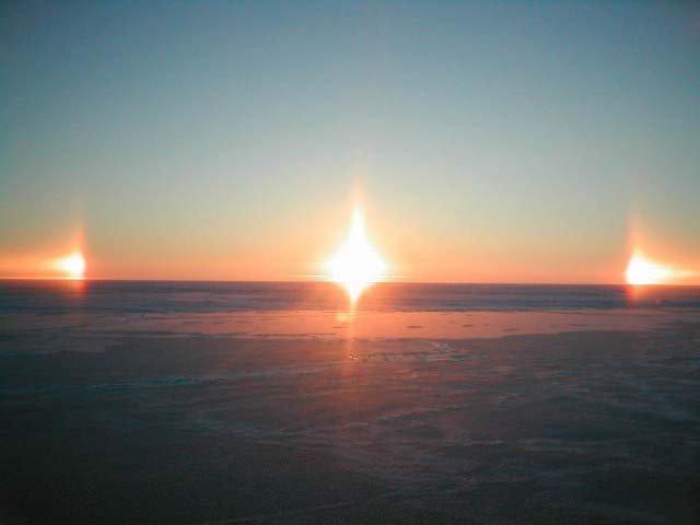 В небе над Китаем засияло сразу три солнца