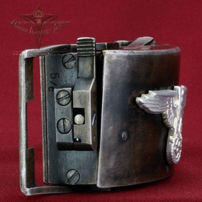 Уникальное огнестрельное оружие Третьего рейха – пряжка-пистолет (20 фото)