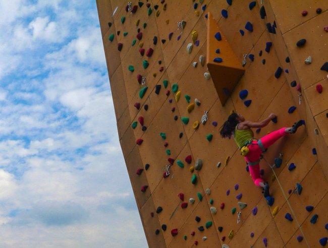 Стена Excalibu подарок для тех, кто мечтает о горах