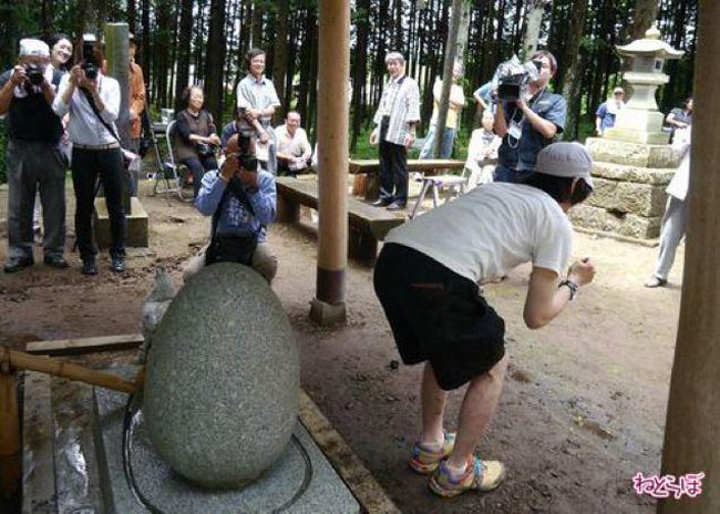 В Японии есть святыня, лечащая геморрой (2 фото)