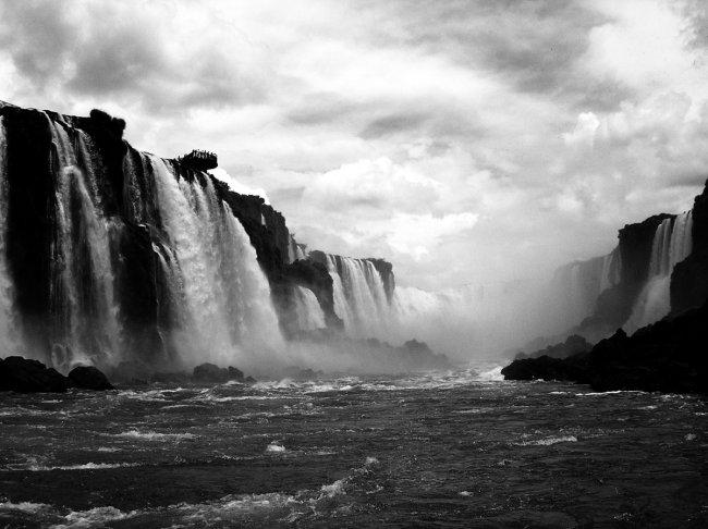 Водопад Игуасу - граница между Аргентиной и Бразилией (фото дня - 22.09.2014 года)