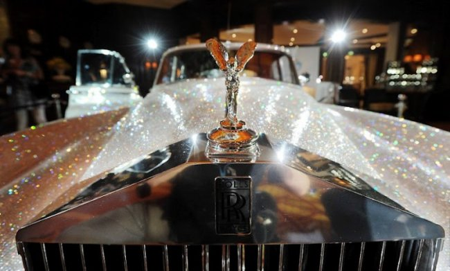 Rolls-Royce, украшенный кристалами Сваровски