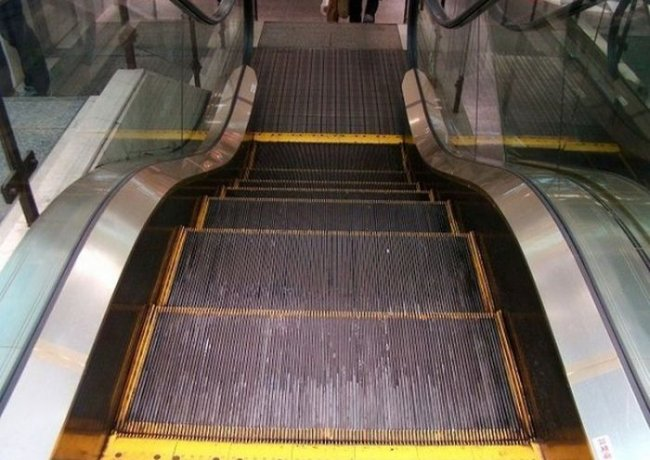 Неизвестная функция у эскалатора (5 фото)
