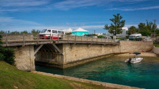 Самый маленький разводной мост (7 фото)