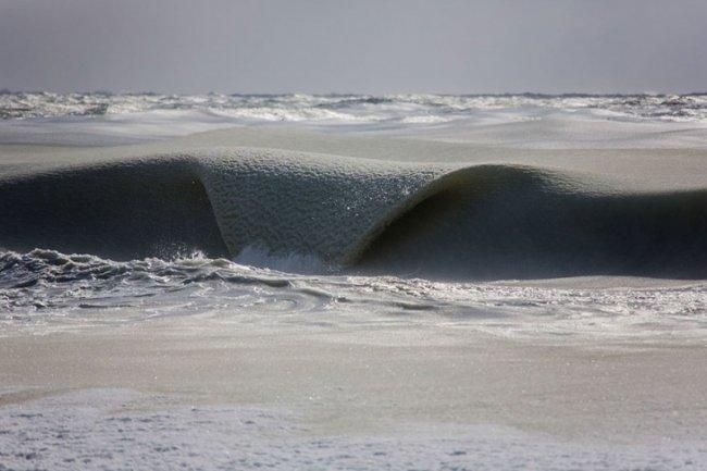 Замерзшие волны в Америке (4 фото)
