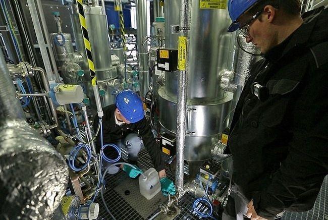 Бензин из воды и воздуха (4 фото)