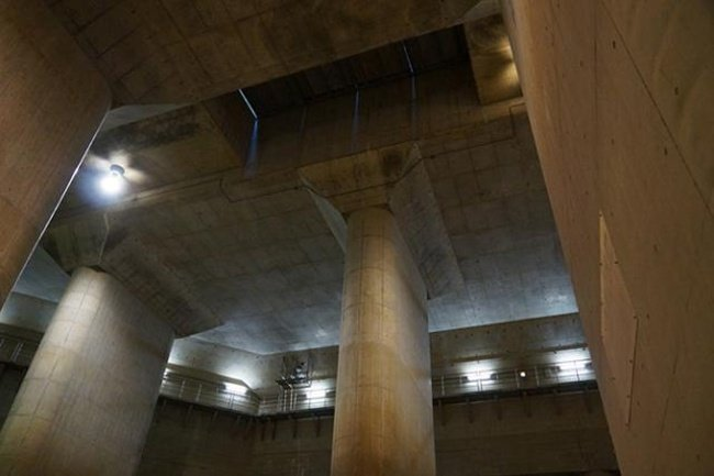 Огромное подземелье в Японии (12 фото)