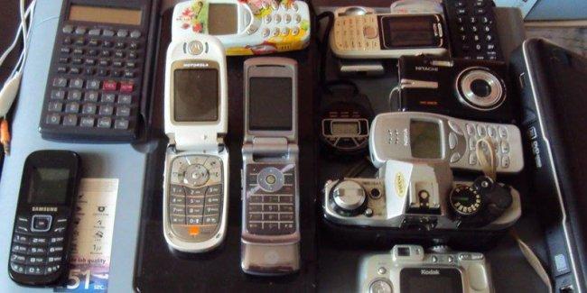 Насекомые из электронных гаджетов (17 фото)