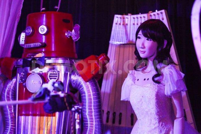 Свадьба роботов в Японии (3 фото)