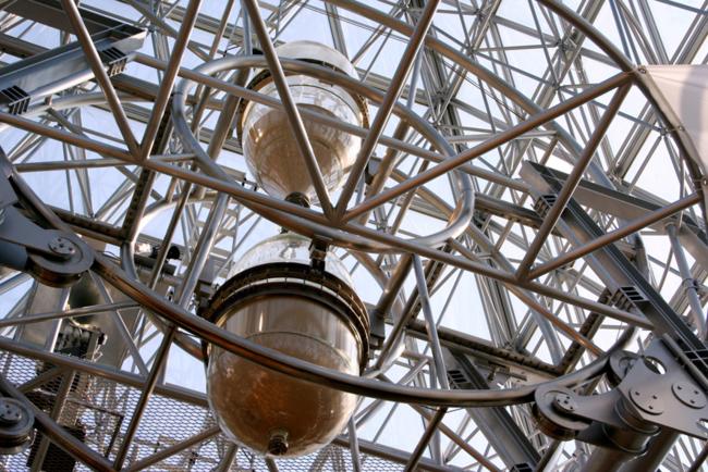 """Самые большие в мире песочные часы, которые """"идут"""" ровно год"""