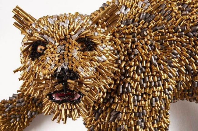 Скульптуры животных из оружейных боеприпасов (15 работ)