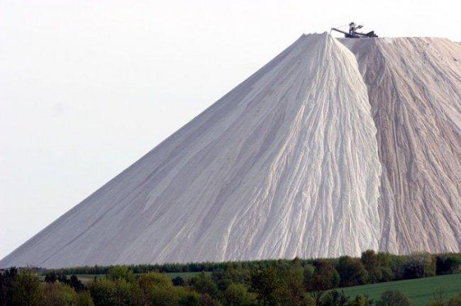 Самая огромная гора соли в мире (5 фото)
