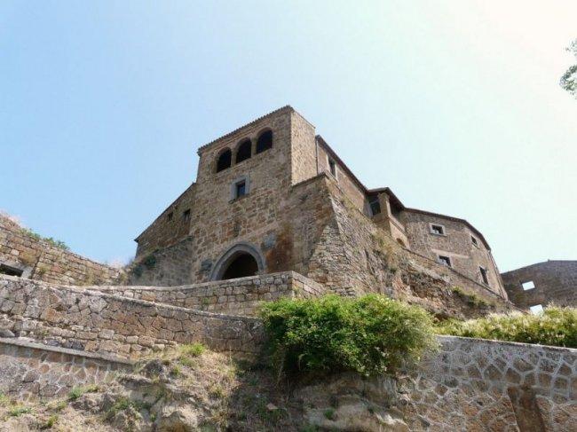 Чивита ди Баньореджо - город на холме (13 фото)