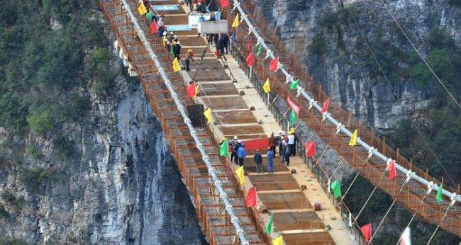 Самый длинный стеклянный мост в мире (6 фото + видео)