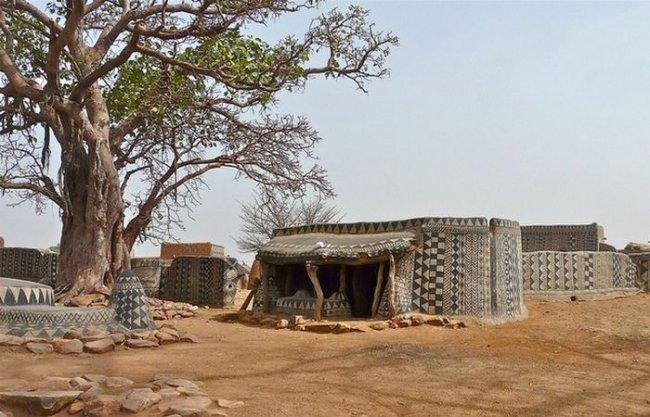 Королевская резиденция народности кассена (9 фото)