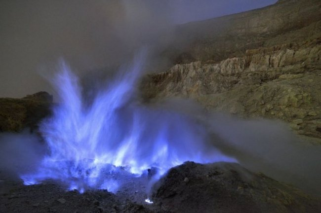 Восхитительный вулкан Иджен в Индонезии (12 фото)