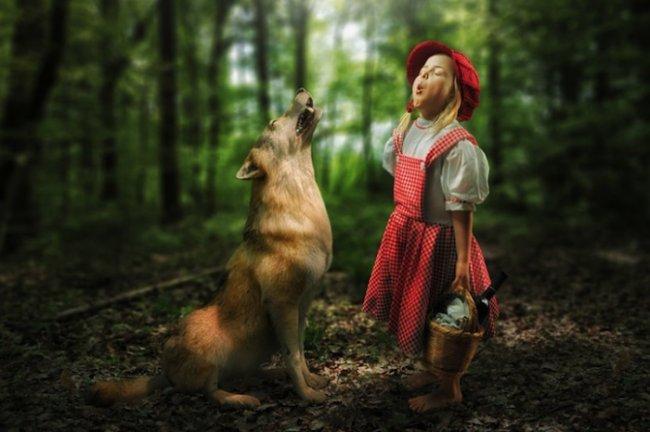 необычные фотоманипуляции фотографа со своими дочерьми (11 фото)