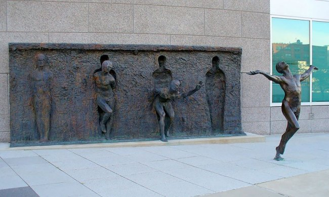Скульптурная композиция «Свобода» (фото дня)