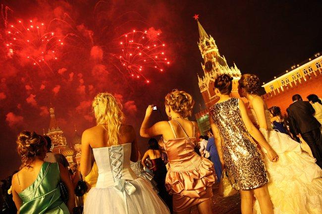 Необычные традиции на выпускных разных стран мира