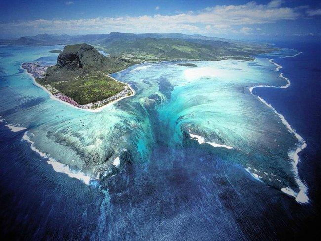Подводный водопад на Маврикии (фото дня)