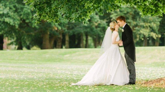 Необычные свадебные приметы мира (11 фото)