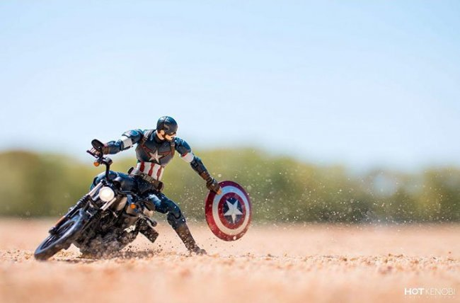 Японский фотограф оживляет фигурки супергероев (27 фото)