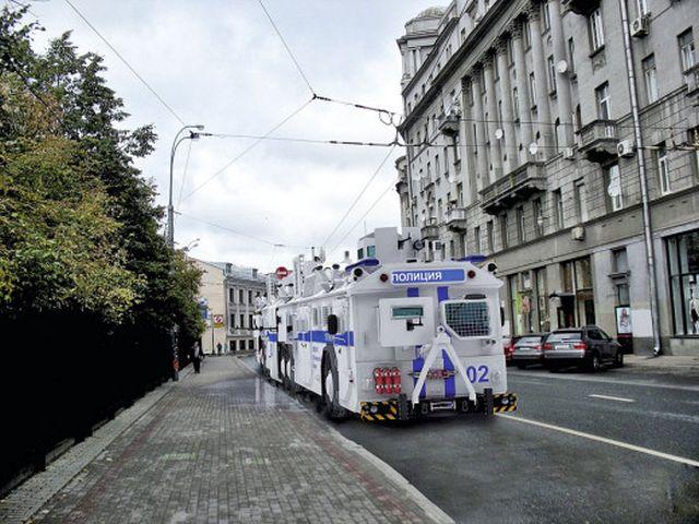 """Новый автобус """"Бронебус"""" на улицах Москвы"""