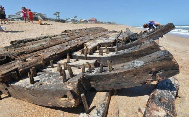 Во Флориде на берег вынесло обломки фрегата 18 века