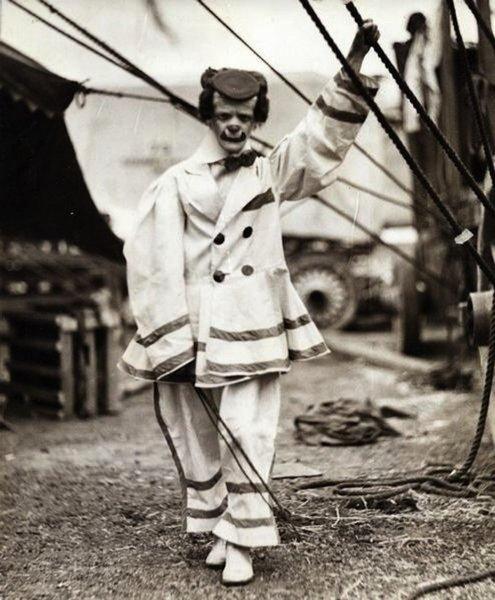По этим фото из прошлого ясно почему клоуны больше пугают