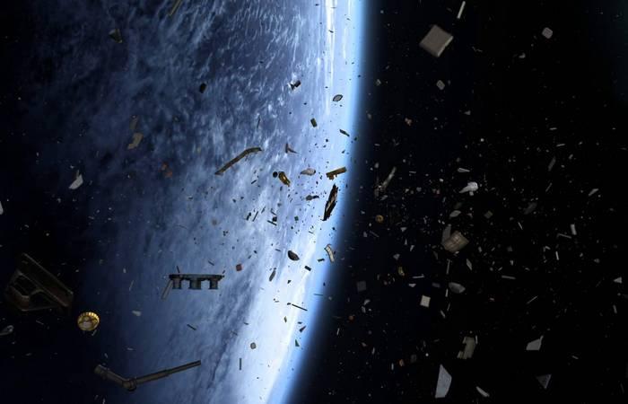 Что это - космический мусор или внеземной спутник?