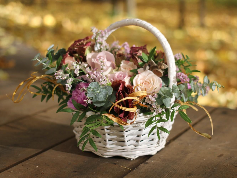 Цветов, цветы в корзине в подарок на свадьбу очень красиво