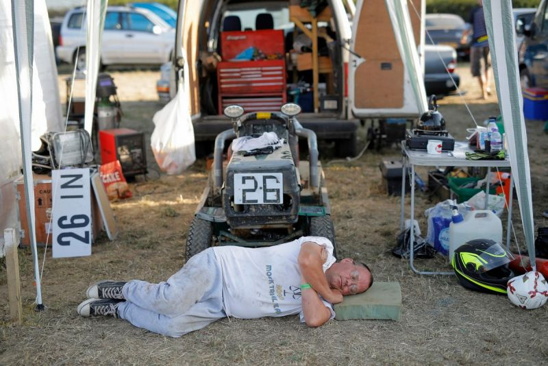 12-часовые гонки на газонокосилках в Англии