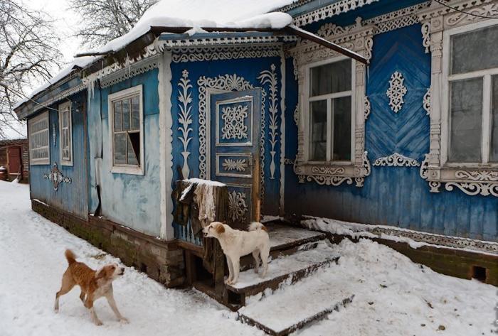 Старенький домик в Брянске прячет в себе королевские апартаменты