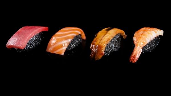 Cуши-тренды: чернила каракатицы, суши-пончики, арт суши, мозаика