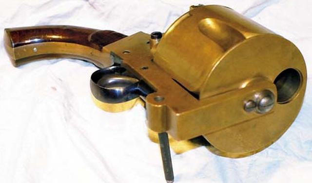 Необычный револьвер огромных размеров