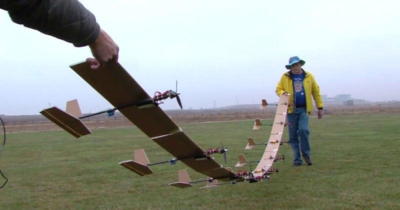 Znalezione obrazy dla zapytania Объединил 9 маленьких самолетиков в один и запустил (видео)