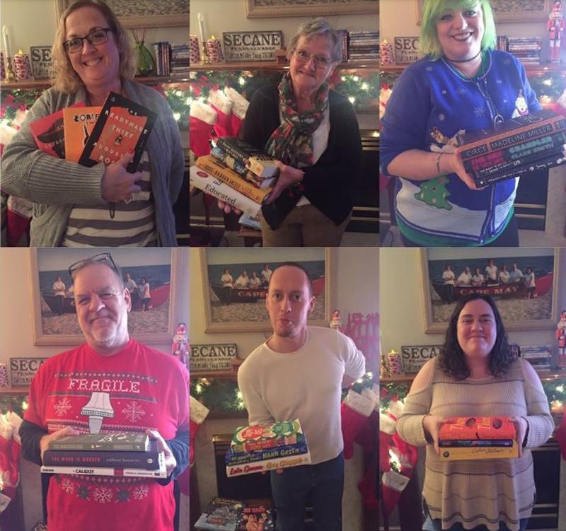 Жители Исландии обмениваются книгами на Новый год и читают их в новогоднюю ночь (фото дня)