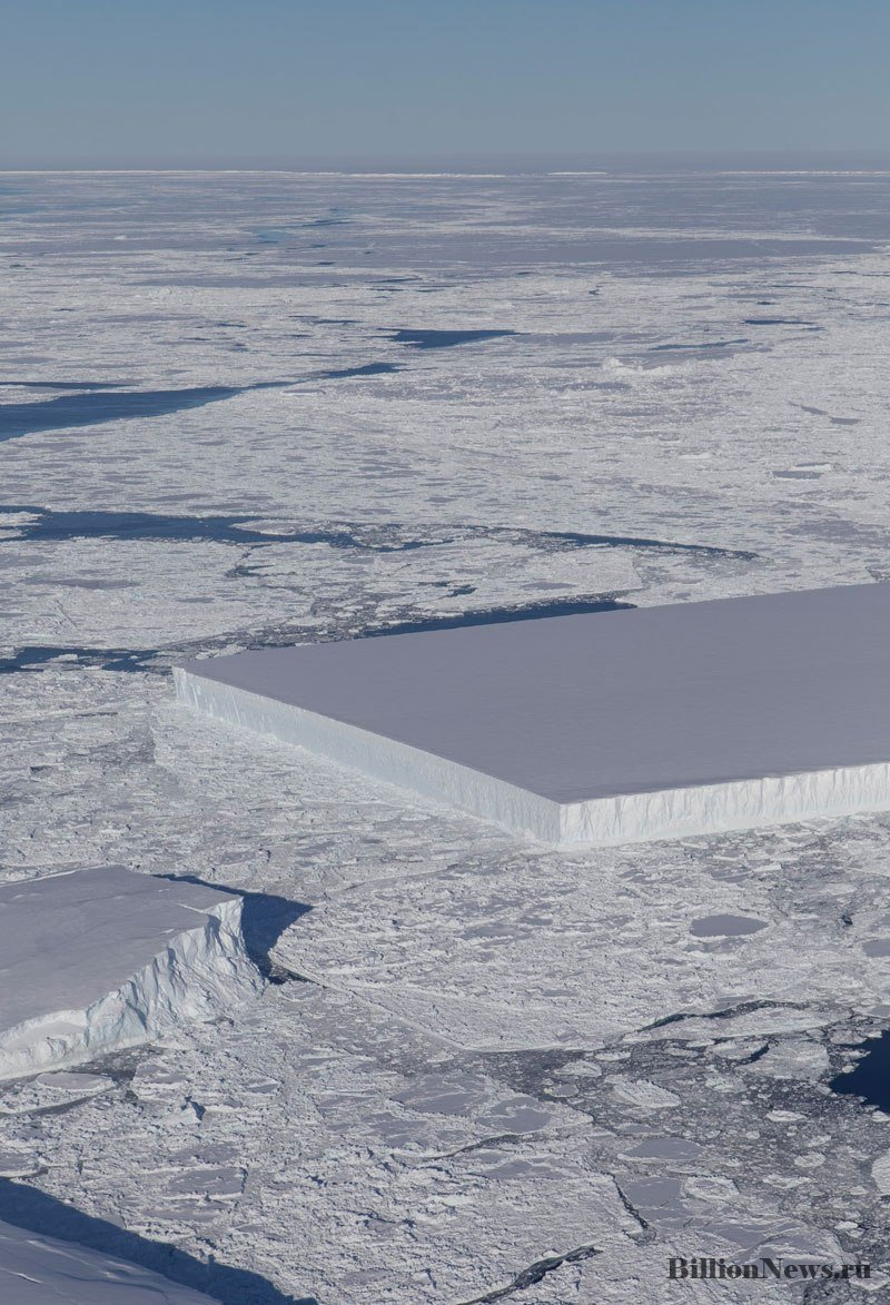 Ученые с космоса обнаружили идеально прямоугольный Айсберг в Антарктиде (фото дня)