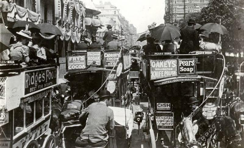 Пробки на дорогах 100 лет назад  (13 фото)